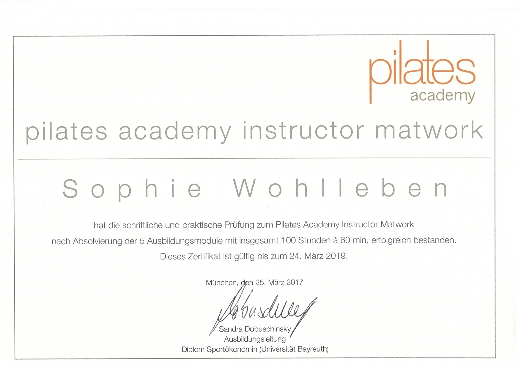 pilates-instructor-matwork_sophie-wohlleben
